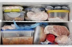 sắp xếp quá nhiều thực phẩm vào ngăn đá tủ lạnh